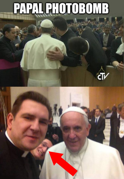 papal photobomb